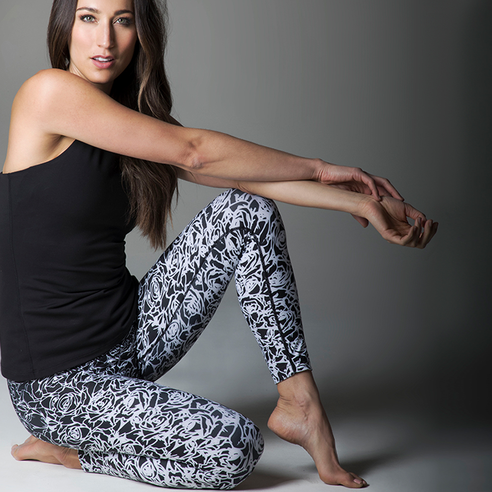 Grace Ultra High Waist 7/8 Yoga Legging in Black Etched Floral